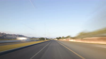 viagem por estrada : road trip time lapse near dubai city Stock Footage