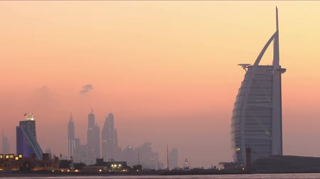 lugar famoso : popular hotels sunset view 4k time lapse dubai uae Vídeos