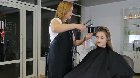 anelzinho : Professional hairdresser stylist curling up teen girl hair Stock Footage