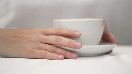 кофе : Girl drinks Morning coffee - hands , fingers , cup close-up Стоковые видеозаписи