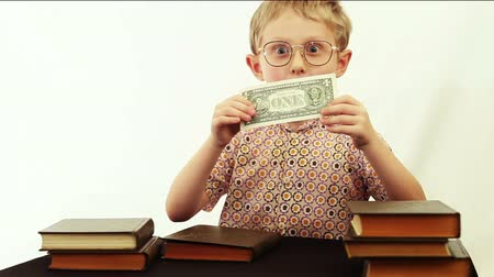 bulmak : Comic scene: boy finds one dollar banknote during reading Stok Video