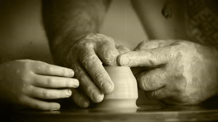 artistas : Old film effect - Old Potter works in workshop