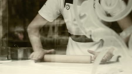 hand made : Deeg roller-pin strudel maakproces Stockvideo