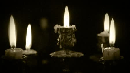葡萄收获期 : Candles in candelabrum with five branches in full dark 影像素材