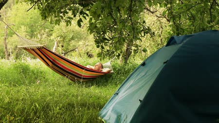 гамак : Happy man relaxing in hammock in Summer camp