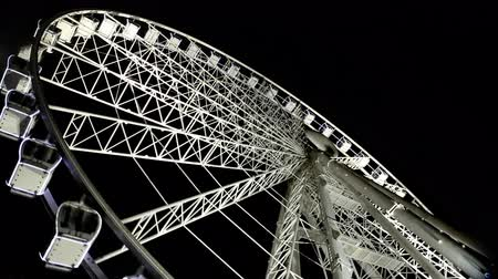tekerlekler : Budapest Eye - famous Ferris wheel in the night