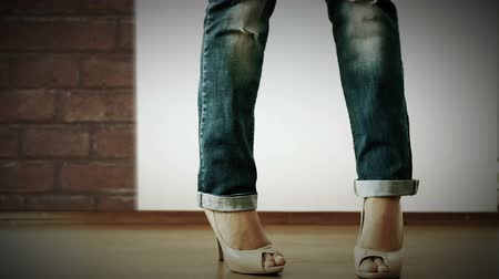 eski moda : High heels shoes with ripped jeans Fashion Show  Hight Definition Video : 29.97 FPS 15sec  Please look another footages on my Train_Arrival Account.  Best Wishes. Stok Video