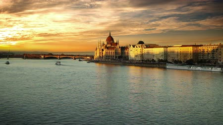 budapeste : Evening view on the Hungarian Parliament in Budapest