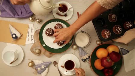 desszertek : Family table gathering with tea and muffins breakfast
