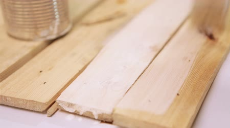 opravář : A footage of wooden boards being painted with white paint  High Definition Video : 29.97 FPS  15sec Please look another footages on my TrainArrival Account.  Best Wishes.