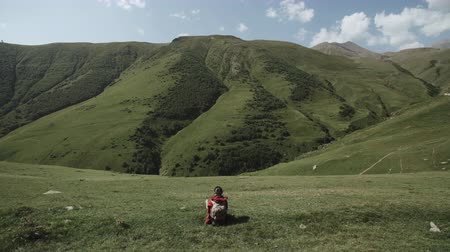 kabarık : Woman travel sits on hill above mountain gorge highland landscape
