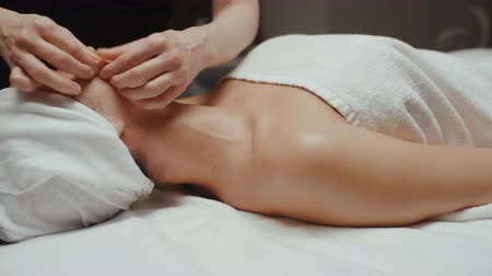 az yağlı : Woman receiving facial massage in spa lying on massage table. Wellness body and skin care, face treatment, receiving rejuvenation procedure Stok Video