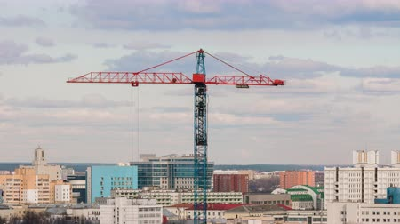 aydınlatmalı : Tower crane working on construction site elevate weight, urban development residential building sunny evening, cityscape Stok Video