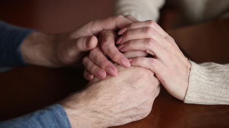 compreensão : Close up view of mature caucasian people senior couple woman and man holding hands arms together, symbol of understanding trust care and love, psychological support in difficult life situation concept