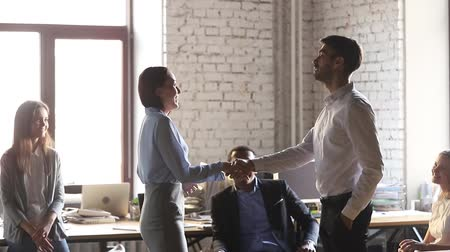 dankbaar : Happy excited woman office worker appreciated rewarded promoted handshake male boss congratulating praising female employee proud with recognition shake hands get applause compliments and respect