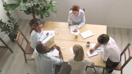 suceder : Millennial diverse employees and woman business trainer sitting in boardroom view from above, align company with goals teach intern succeed purposes, activity class lecture, mentoring coaching concept