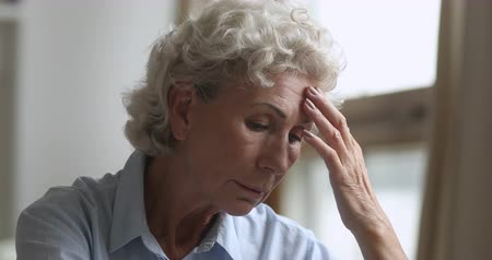 luto : Sad thoughtful serious elderly poor woman concerned about health problems debts and loneliness alone at home, stressed depressed middle aged senior grandmother feel worried concept, close up view Stock Footage