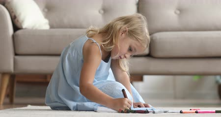 kleurplaten : Cute small kid girl artist playing alone drawing coloring picture with felt pen sit on floor, focused smart preschool child enjoying creative art hobby activity at home, children development concept
