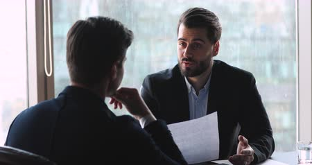 agradecido : Confident businessman make agreement handshake business partner at meeting, male manager offering partnership contract to client customer, employer shake hand hire candidate at job interview concept