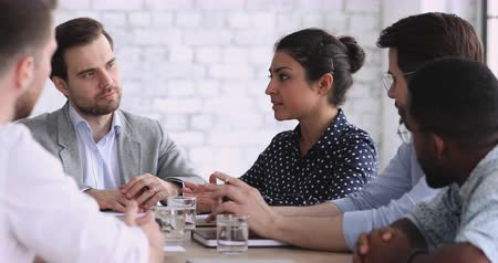 investidor : Young indian businesswoman negotiate with diverse businessmen partners group at office table, confident female ethnic professional leader manager training male corporate business team at meeting Vídeos