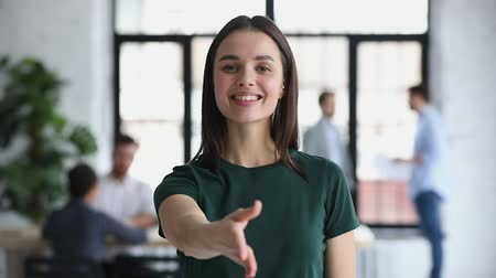 benvenuto : Confident friendly happy young female business professional hr representative consultant manager looking at camera extending hand for handshake introducing or greeting client concept, portrait