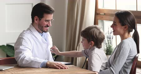 generale : Cute preschool child boy patient playing with male doctor holding stethoscope pretending listening pediatrician having fun during medical checkup visit with parent mom, children healthcare concept