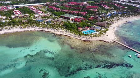 földközi tenger : Aerial drone shot. Aerial view from above, birde eye view at an luxury resort hotel beach of a tropical coast. Turquoise water of the Caribbean Sea. Riviera Maya Mexico.