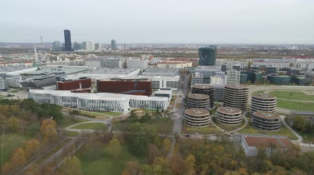 посетитель : Vienna drone aerial Modern city and green nature Стоковые видеозаписи