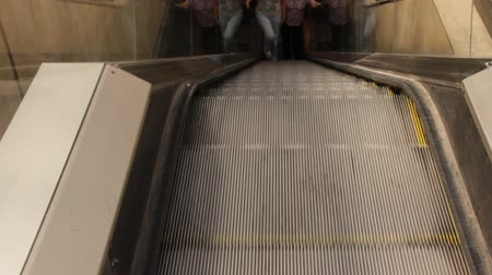 идущий : Escalator Going Up with two girls