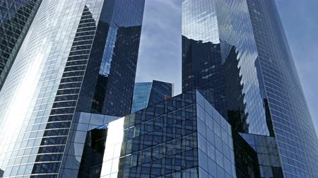 fachada : PARIS, FRANCE - OCTOBER 12, 2015: La Defense, commercial and business center of Paris, France. Vídeos