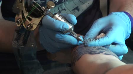 tatuagem : Tattooing on the body