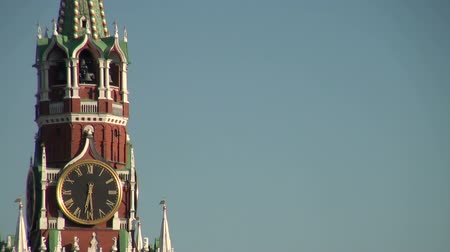 moskwa : The clock on the tower of the moscow kremlin.