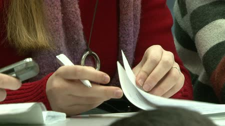 aluno : Students in the library for computers. Preparation for exams. Stock Footage