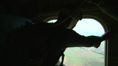 uniforme : Military parachutists jump out of the plane Vídeos