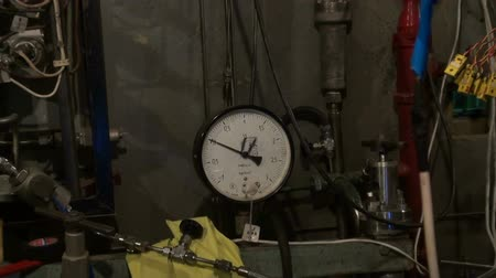 rozchod : The pressure gauge in the physical laboratory