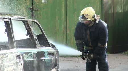 sabotage : The burning car, extinguishing of burning car.