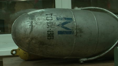 harcias : Torpedoes and underwater mines.