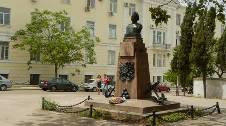 heroes square : Monument to Peter Koshka in Sevastopol Stock Footage