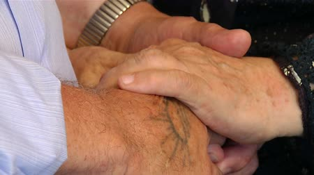 rubi : Hands of older people to stay