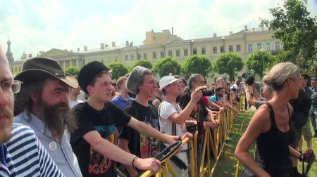 протест : Opponents of gay men and lesbians at the rally