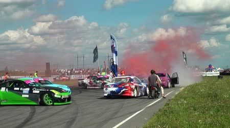 дрейф : Auto racing. The smoke from under the tires