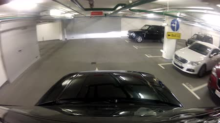 parc automobile : Laisser la voiture du Parking souterrain
