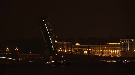 otwarcie : Divorced Troitsky bridge. Saint-Petersburg. White nights. Neva. The bridges. The Northern capital. Leningrad. Shot in 4K (ultra-high definition (UHD)  Real time.