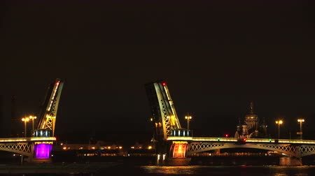 otwarcie : Blagoveshchensky drawbridge. Saint-Petersburg. White nights. Neva. The bridges. The Northern capital. Leningrad. Shot in 4K (ultra-high definition (UHD)), so you can easily crop, rotate and zoom, without losing quality!  Real time.