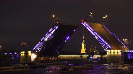 otwarcie : Palace drawbridge. Saint-Petersburg. White nights. Neva. The bridges. The Northern capital. Leningrad. Shot in 4K (ultra-high definition (UHD)), so you can easily crop, rotate and zoom, without losing quality!  Real time.