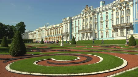 konak : Catherine Palace. Pushkin. Catherine Park. Tsarskoye Selo. The architecture. The monuments. Palaces. Shot in 4K (ultra-high definition (UHD)), so you can easily crop, rotate and zoom, without losing quality!  Real time. Stok Video