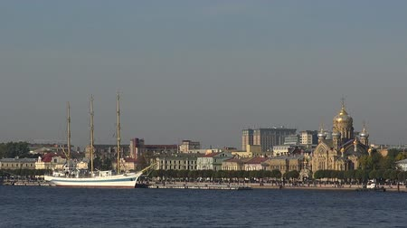 vasilevsky : White ship near the temple in St. Petersburg. Real time.