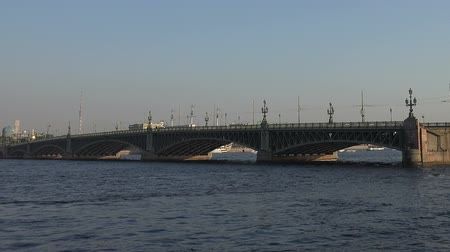 otwarcie : Divorce Trinity Bridge in St. Petersburg in the afternoon. Day. Real time.