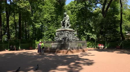 költő : The monument to Krylov in the Summer garden. Saint-Petersburg. Shot in 4K (ultra-high definition (UHD)), so you can easily crop, rotate and zoom, without losing quality!  Real time.