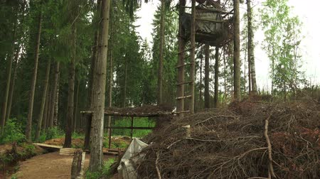 dişli : Military observation tower for in the forest. Shot in 4K (ultra-high definition (UHD)), so you can easily crop, rotate and zoom, without losing quality!  Real time.
